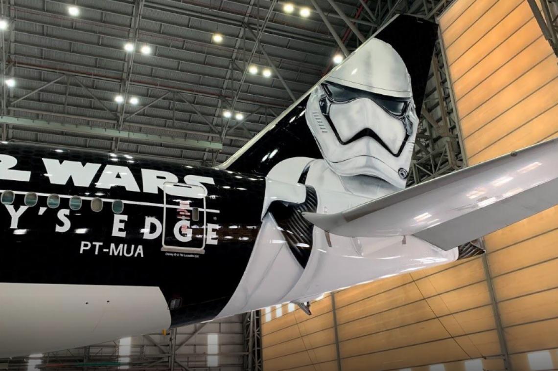 Star wars Galaxy's Edge Airplane
